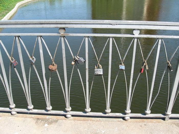 Свадебная традиция замок на мосту
