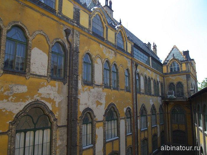 Венгрия Будапешт музей прикладного искусства внутренний двор.