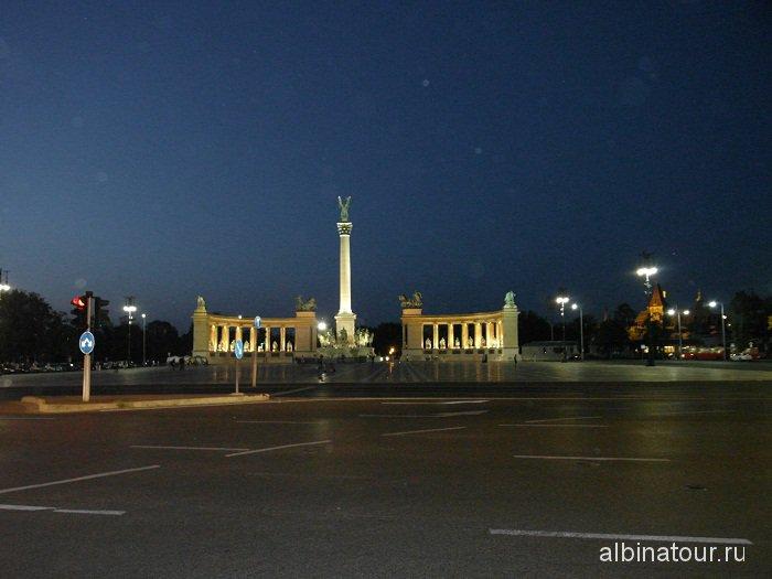 Будапешт площадь Героев вечером Hosok tere Венгрия