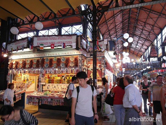 Венгрия Будапешт Центральный крытый рынок Nagyvasarcsarnok торговые ряды.