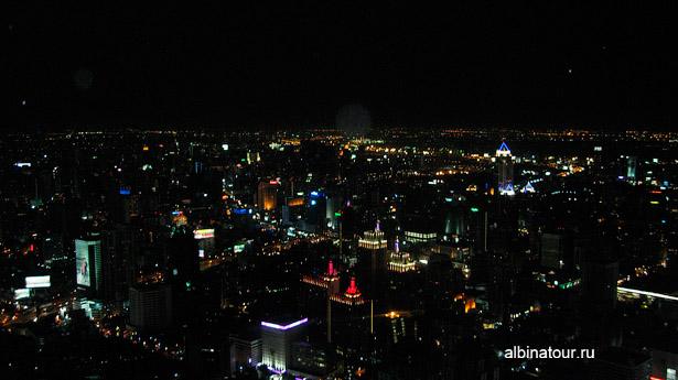 Вид ночного Бангкока со смотровой площадки в Baiyoke Sky