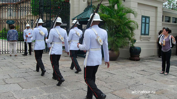 Бангкок королевская охрана