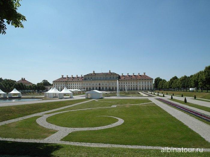 Германия сквер перед  Новым / Neues Schloss дворцом Шляйсхайм Мюнхен
