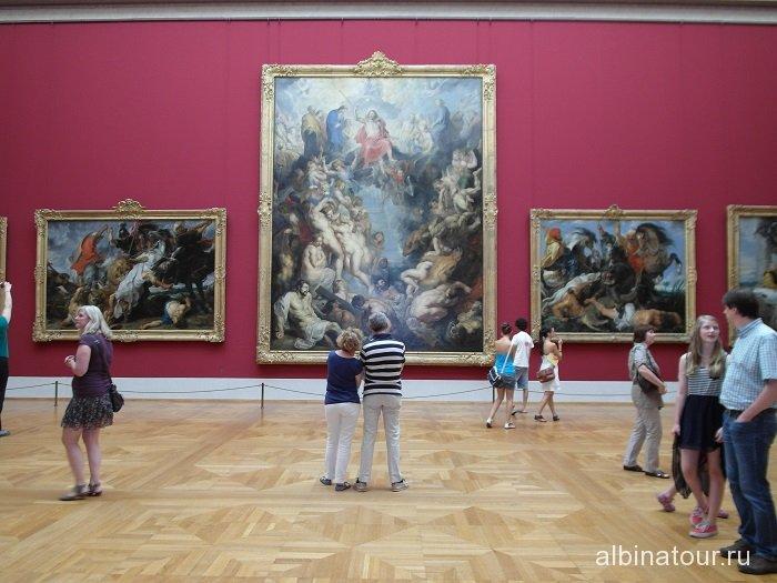 Германия огромные полотна в залах пинакотеки