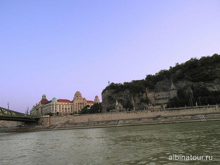 Будапешт вид на гору Святого Геллерта, купальни и отель Геллерт