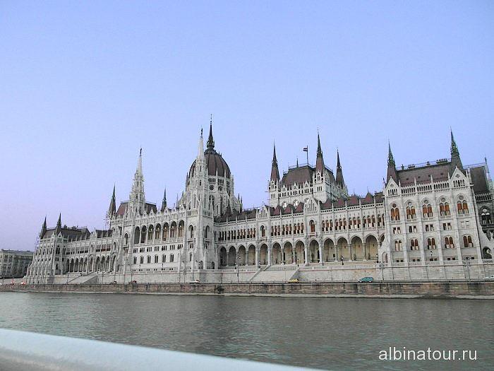 Венгрия Будапешт вид с Дуная на Венгерский парламент