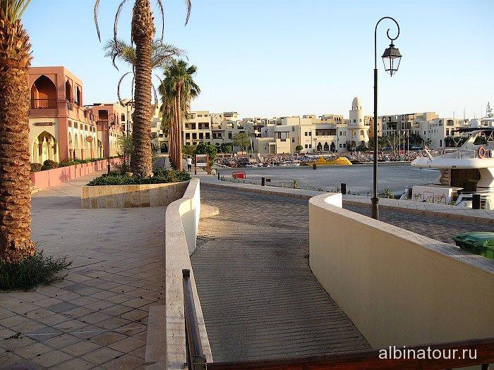 Иордания вид города Акаба в районе причала