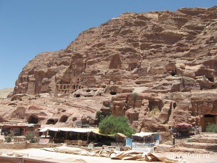 Иордания вид на следующую достопримечательность Петры Urn Tomb