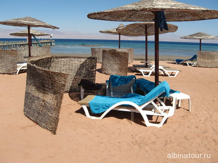 Египет Таба Софитель пляж место под зонтиком 2