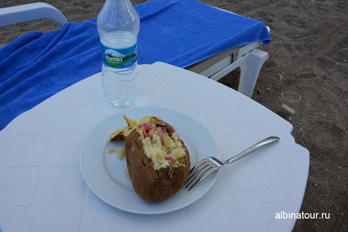 Турция Кемер отель Ма Бич порция картофеля на блюде