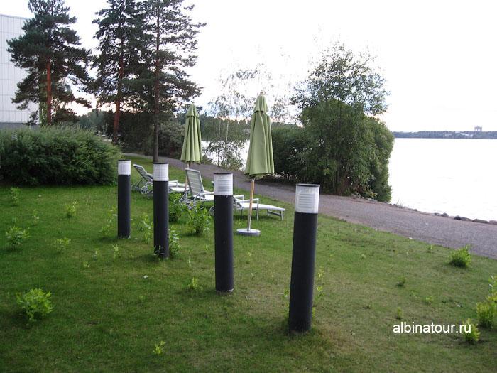 Финляндия Хельсинки отель Хилтон пляж у  бассейна