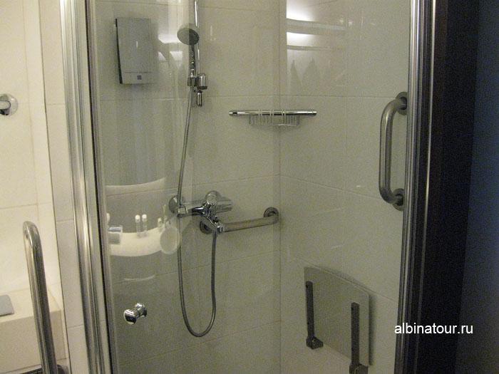 Финляндия Хельсинки отель Хилтон  душевая комната в номере 2