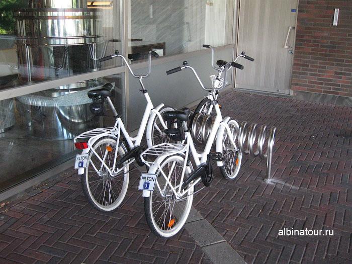 Финляндия Хельсинки отель Хилтон территория  велосипеды