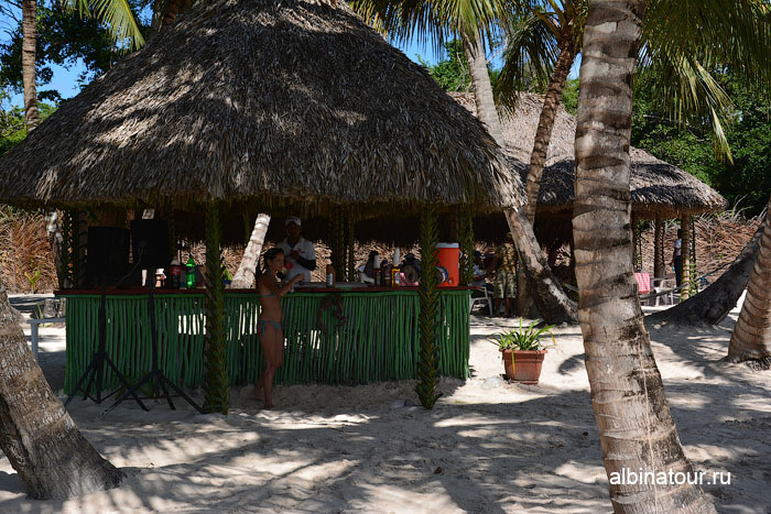 Доминикана остров Saona бар на берегу