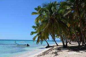 Доминикана остров Саона пляж и лодка