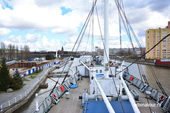 Калининград музей мирового океана судно Витязь вид с мостика капитана