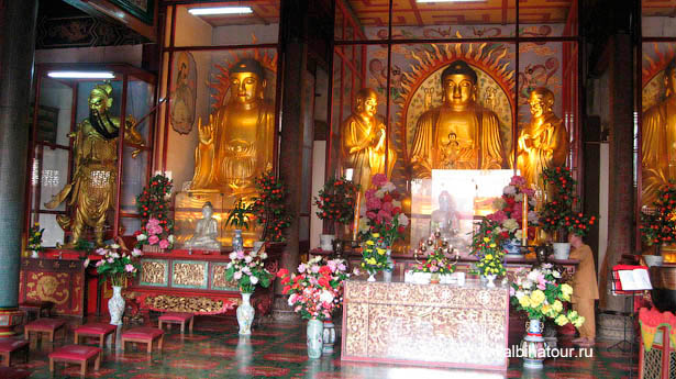 Пенанг Храм Высшего блаженства золотые Буды