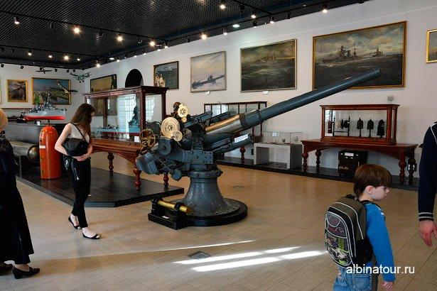 Санкт-Петербург экспонат орудие Военно-морского музея