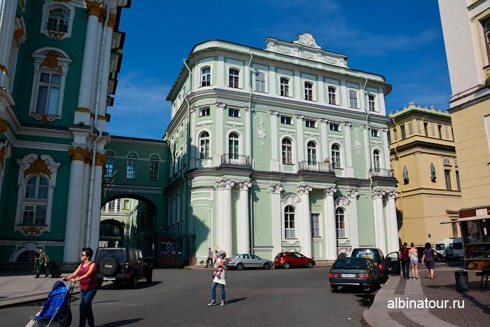 Фасад здания Малый Эрмитаж Петербург
