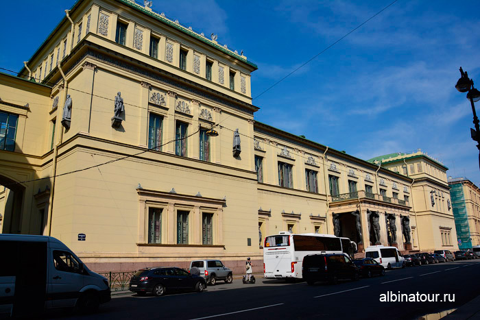Фасад здания Новый Эрмитаж Петербург