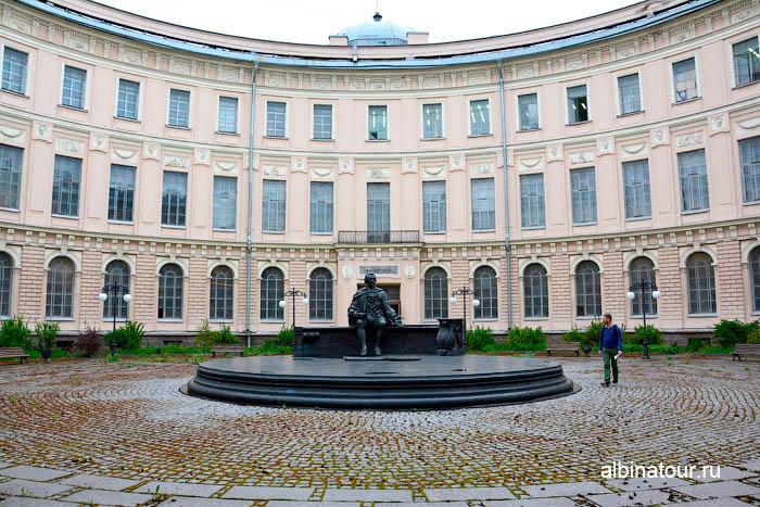 музей Академии художеств в Санкт Петербурге круглый двор