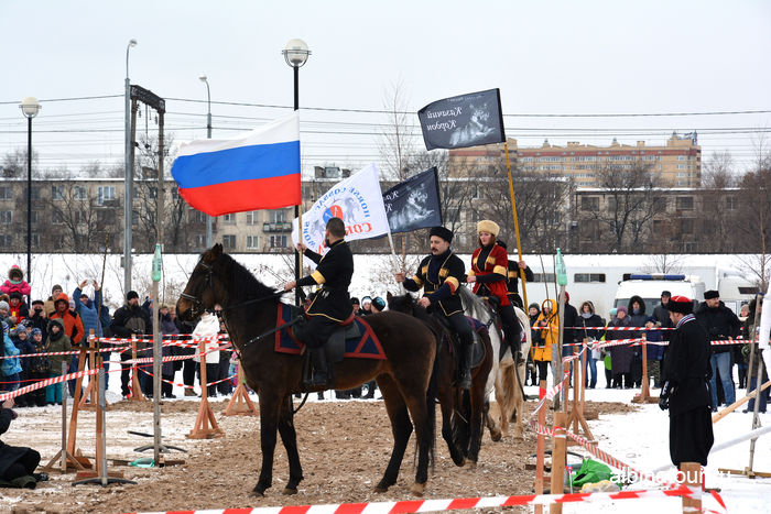 СПб Начало шоу по верховой езде в исполнение казаков 2017г. Купчино