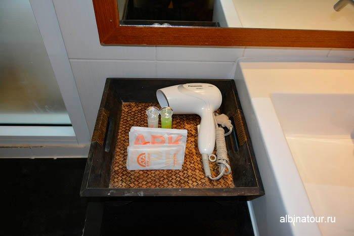 Фото фена в ванной комнаты номера отеля The Three By APK 3