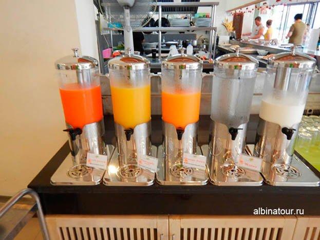 Фото Большой выбор соков на завтрак