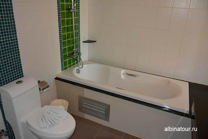 Фото вида ванны номера отеля The Three By APK 3