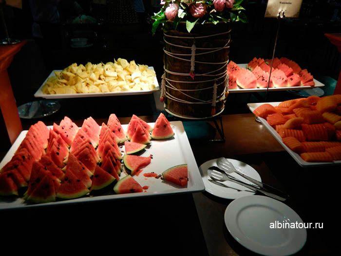 Фото фруктов арбуз, ананас и папайя