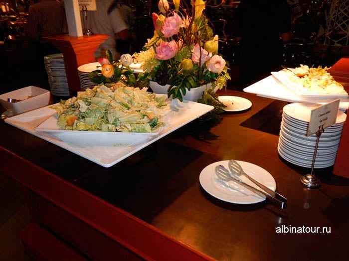 Фото салата цезарь в ресторане Пхукет