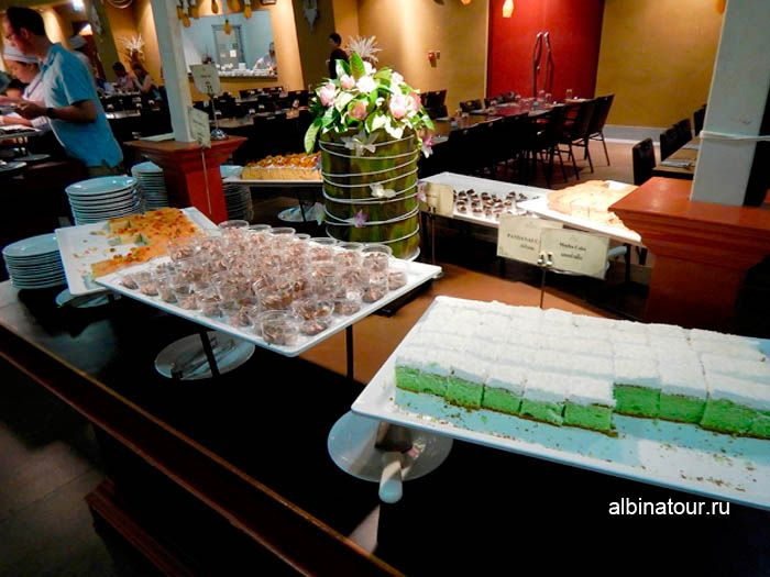 Фото вид сладостей в ресторана на шоу Пхукет