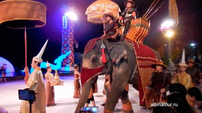 Фото боевые слоны на мини представление на Пхукете