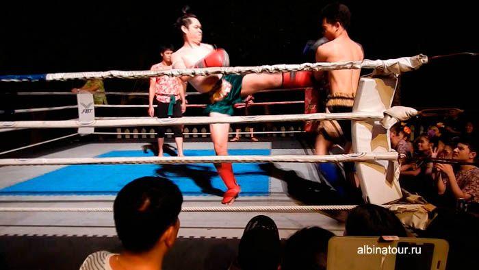 ФотоТайский бокс на шоу Сиам Нирамит на Пхукете