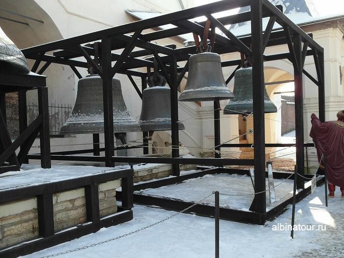 Фото пять старинных монументальных колоколов