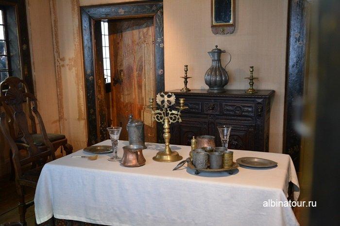 Фото На столе — медная и оловянная посуда