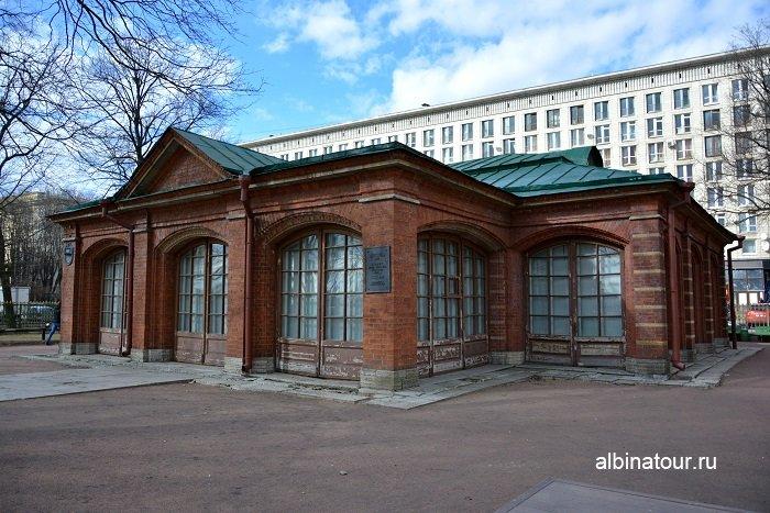 Фото Здание-футляр музея с наруже