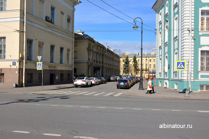 Фото парковка на Таможенном переулке в Санкт Петербурге