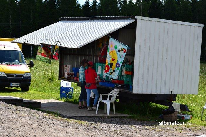 Фото Ларёк - контейнер по продаже клубники в Финляндии