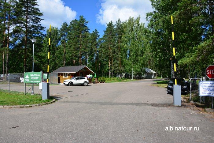 Фото ворота и въезд в кемпинг Хухтинием | Huhtiniemi camping вФинляндии