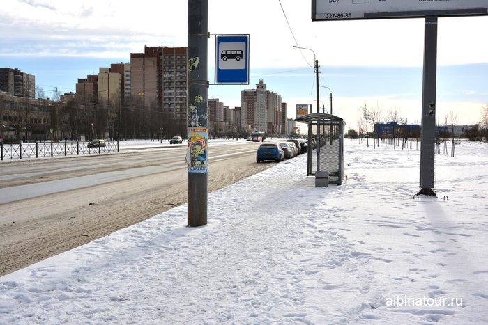 Парковка на ул.Бухарестской на против горки для катания на ватрушках Купчино Санкт Петербург