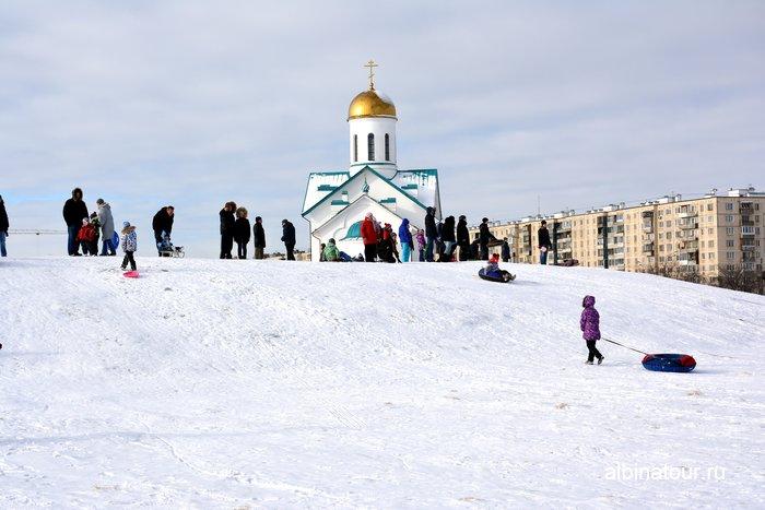 Где покататься на ватрушке со снежной горки на улицы Ярослава Гашека Купчино СПб