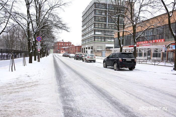 Парковка на улице Фарфоровской у парка Бабушкина СПб