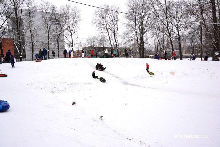 СПб горка для катания на ватрушках расположена в парке культуры и отдыха Бабушкина