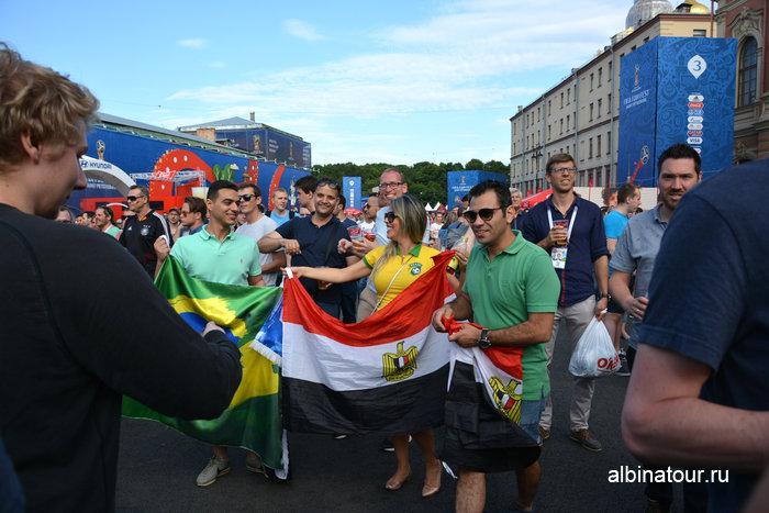 Фото Болельщики фан зона на Конюшенной площади в СПб