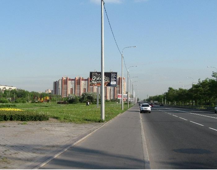 Парковка автомобилей по улице Белградская для посещения парка