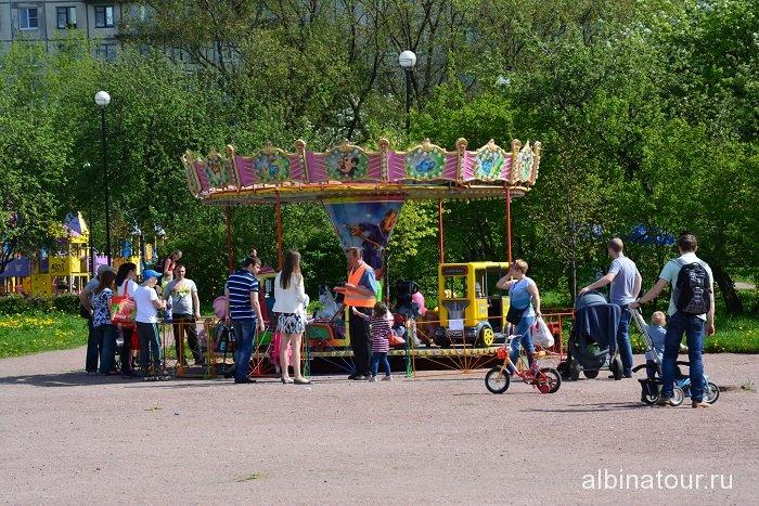Петербург яблоневый сад карусель