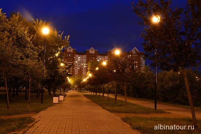 Петербург яблоневый сад центральная аллея вечером