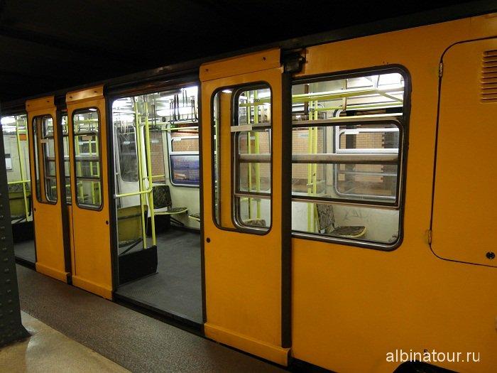 Будапешт метро станция Vorosmarty ter вагон поезда