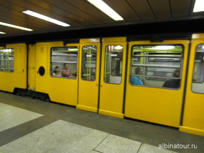 Венгрия Будапешт поезд метро.